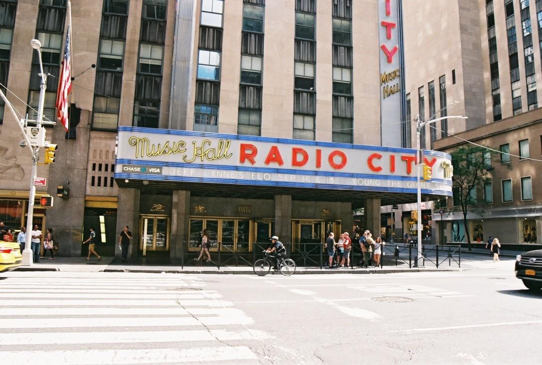 NYC Radio City | New York City, USA | Nikon F55 | day in the city © 2016