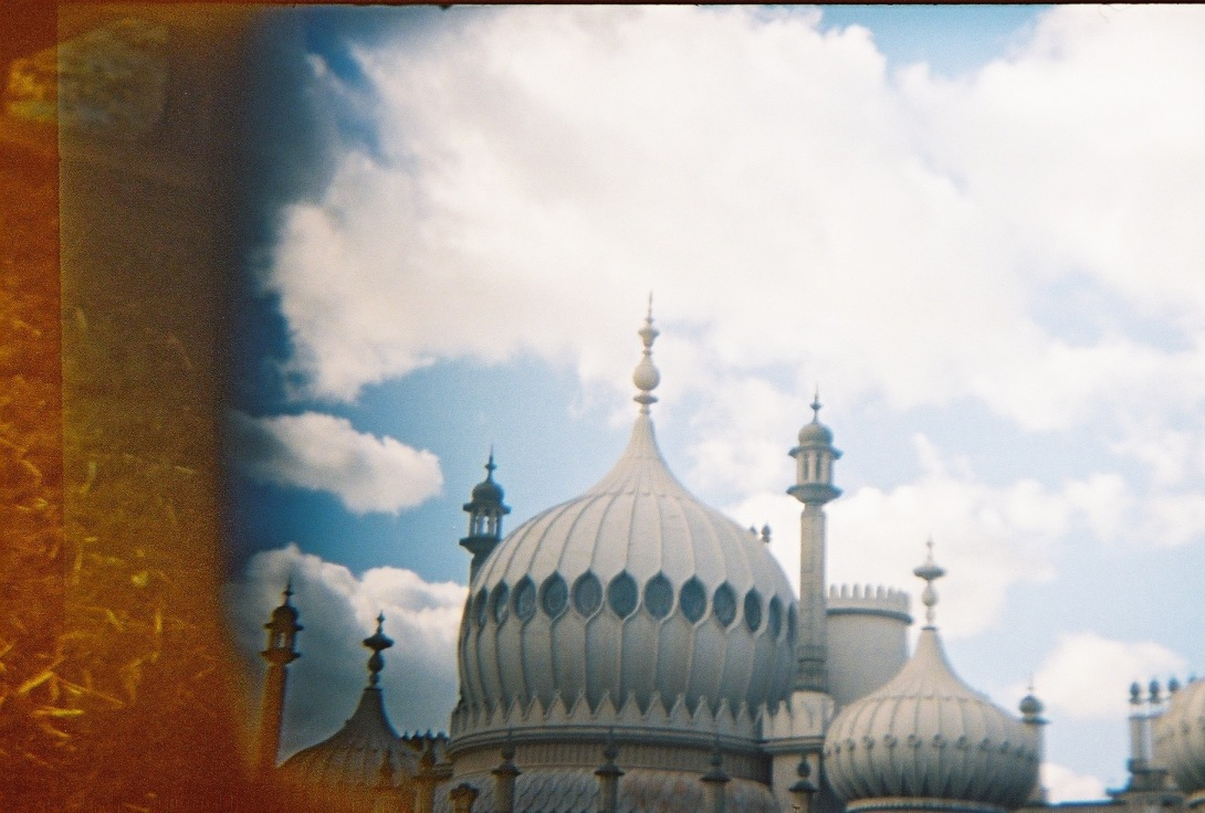 The Royal Pavilion   Brighton   Nikon F55   day in the city © 2016